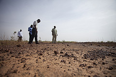 Ephraim Nkonya (IFPRI) and colleagues examine wind-eroded land (Niger).