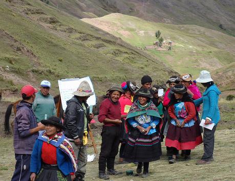Andean women vote their favorite potato trait as part of CIP's Participatory Selection work. Photo: Jacqueline Becker/CIP